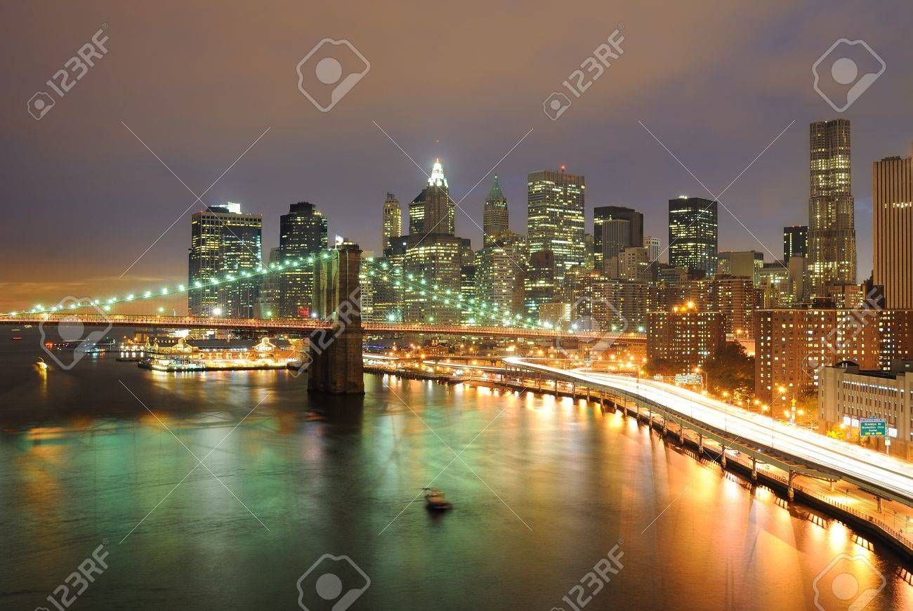 Skyline of Manhattan and Brooklyn Bridge Stock Photo - 9428632