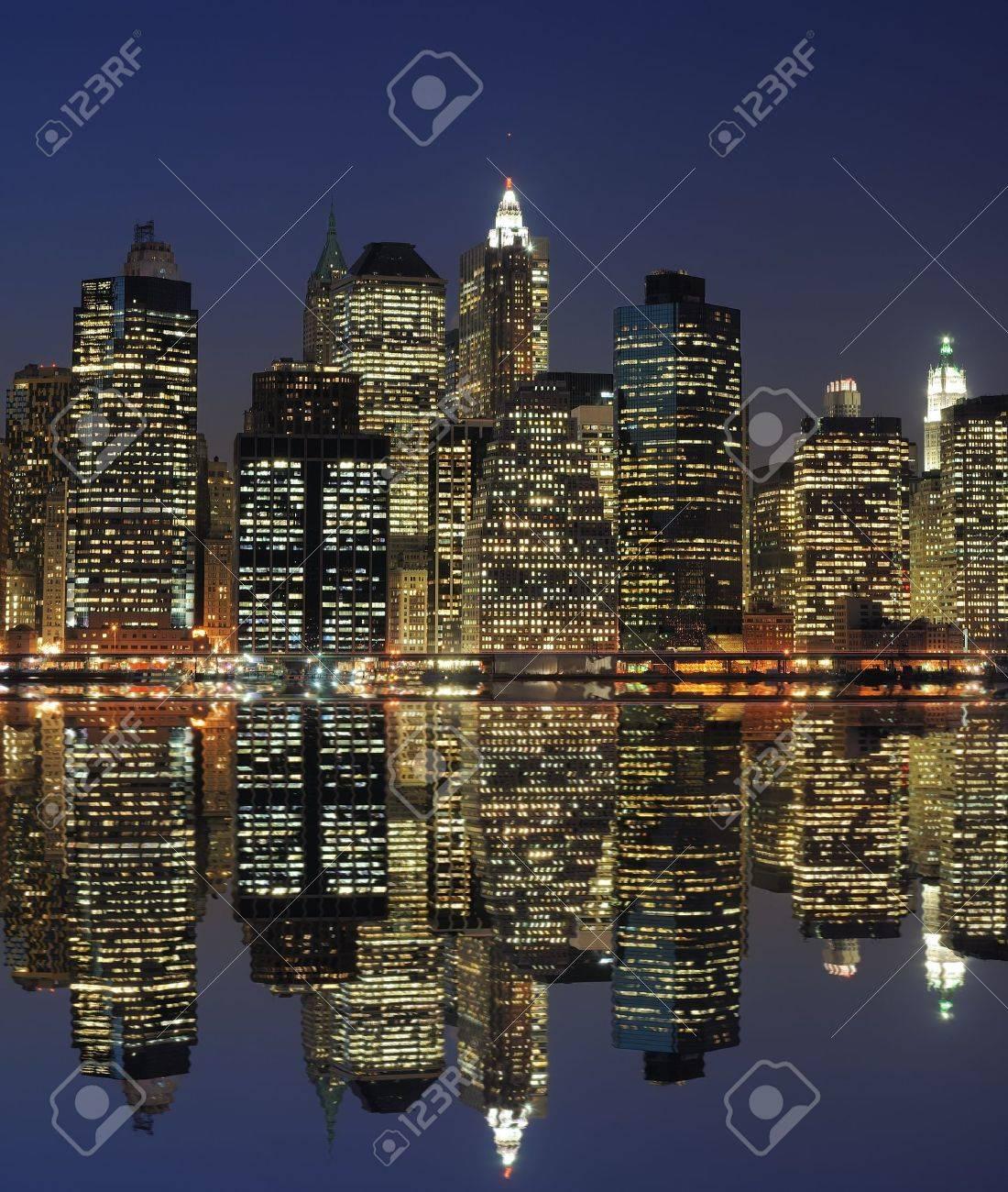 ニューヨークのロウアー ・ マンハッタンに沿って高層ビル。 の写真 ...