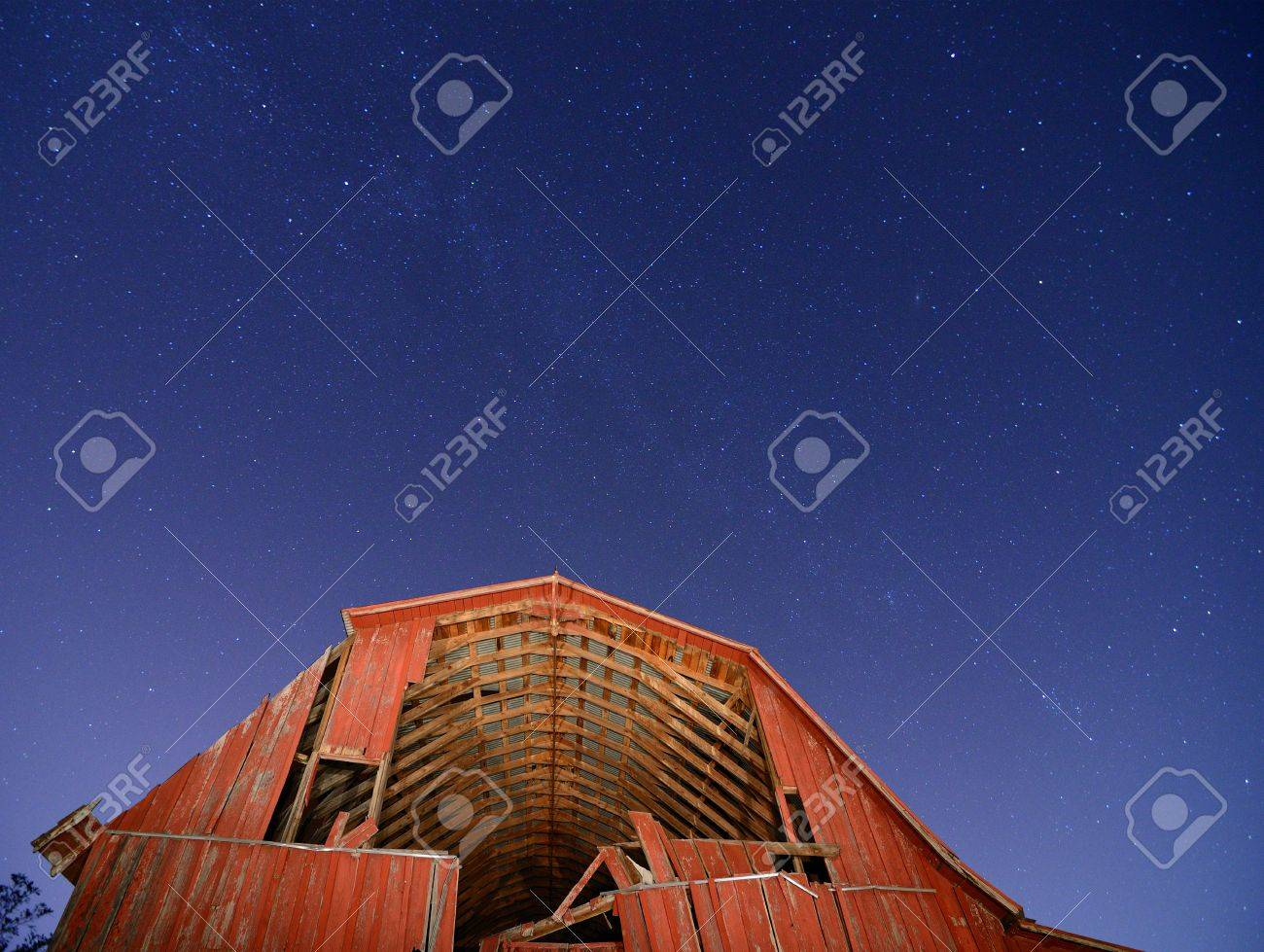 Abandoned barn with the milkyway overhead. Stock Photo - 10930374