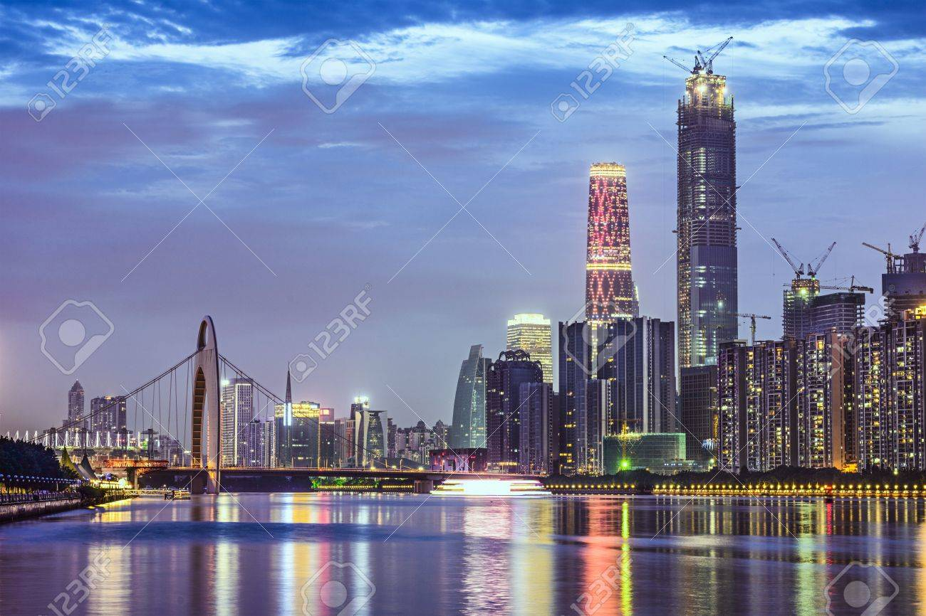 中国広州市珠江のスカイライン. ...