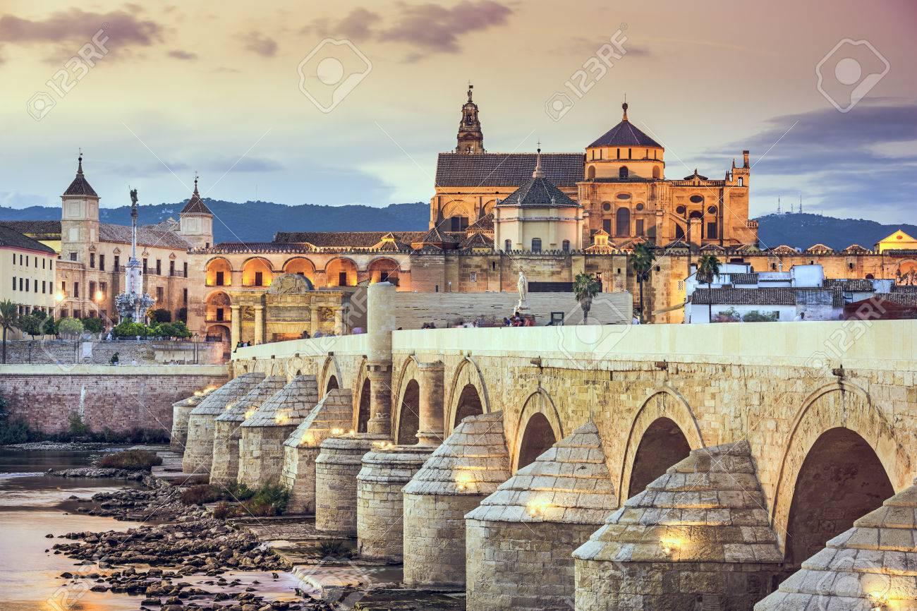 Cordoue Espagne Vue Du Pont Romain Et La Mosquee Cathedrale Sur Le Fleuve Guadalquivir