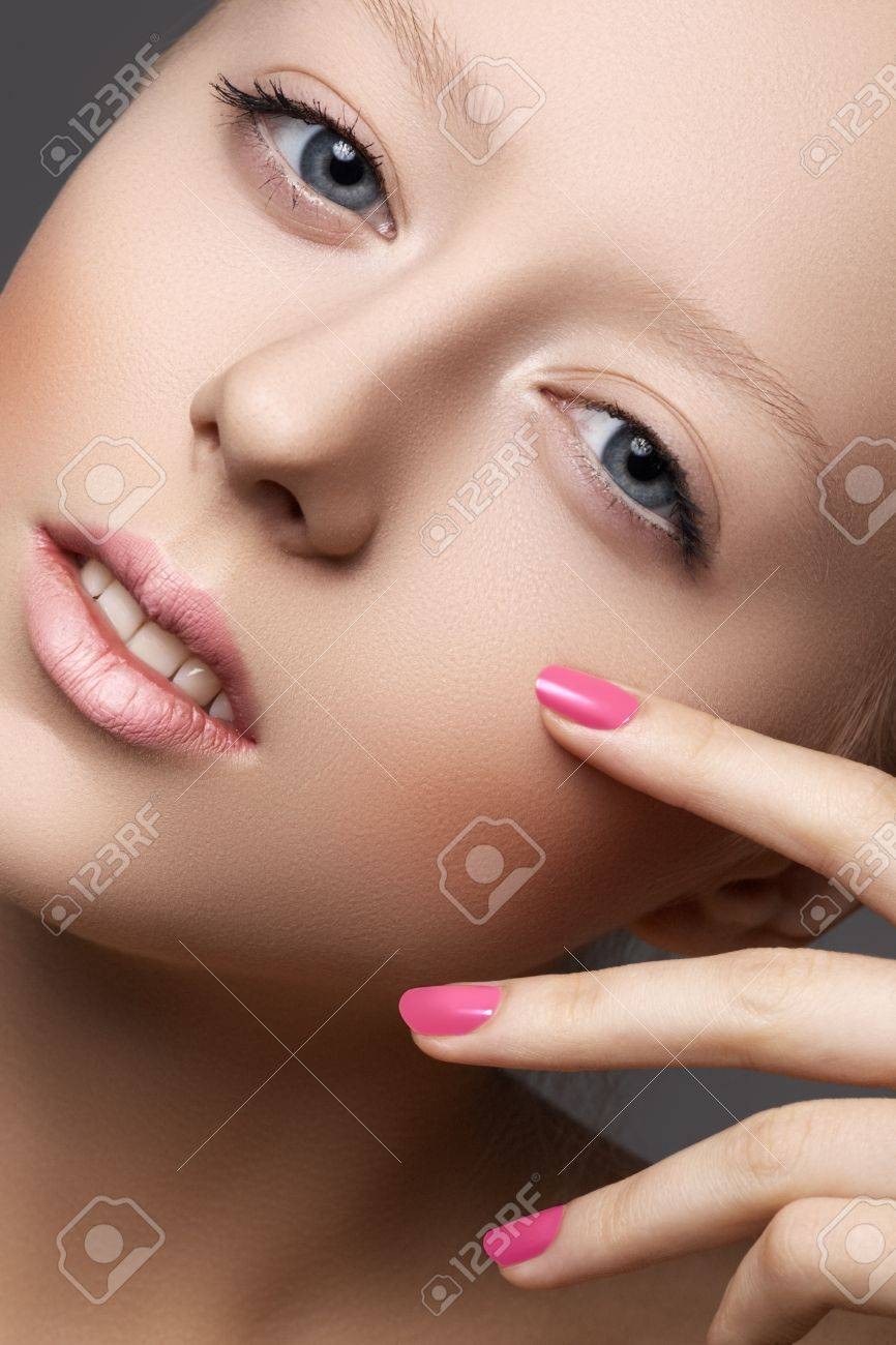 Beautiful young model with natural make-up and bright pink manicure  Wellness  Close-up beauty portrait of lovely european woman with clean healthy skin, pale lips Stock Photo - 15892386