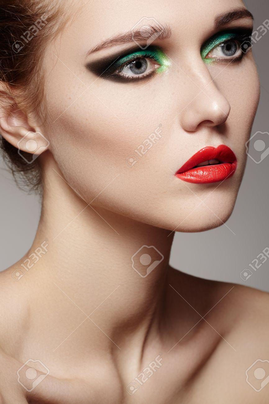 Closeup Schönheit Porträt Von Attraktiven Modell Gesicht Mit Hellen
