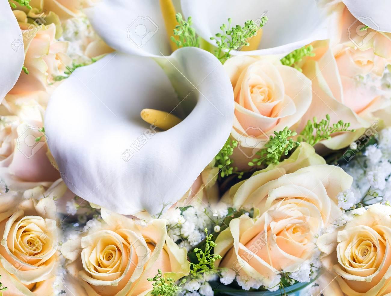 Bouquet Pour La Mariee De Roses Jaunes Et Blanches Lys Calla Fond