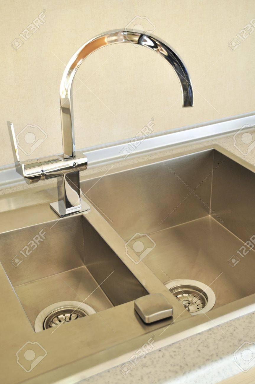 Close-up d\'un évier dans une cuisine moderne
