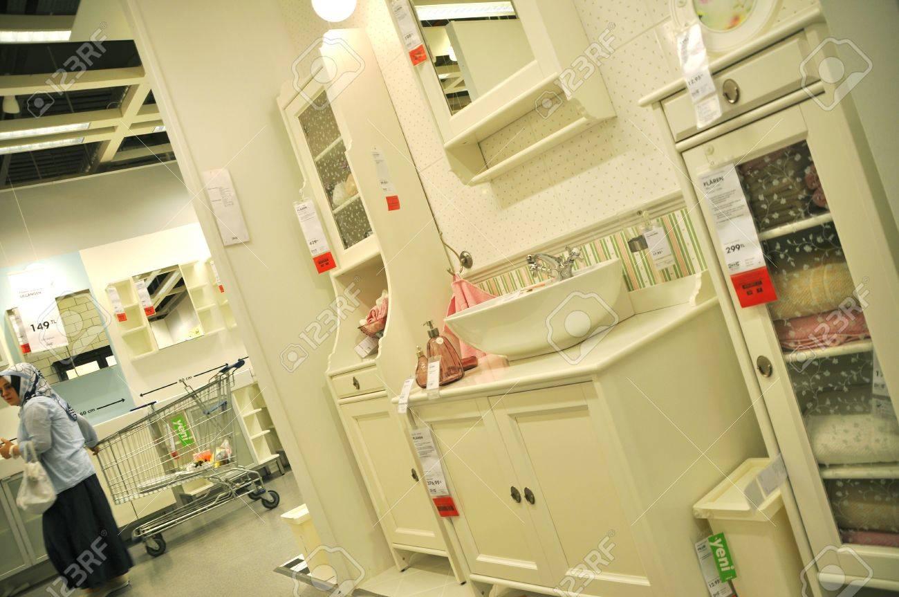 archivio fotografico ikea turchia istanbul casa miglioramento negozio le persone che fanno acquisti sezione bagno
