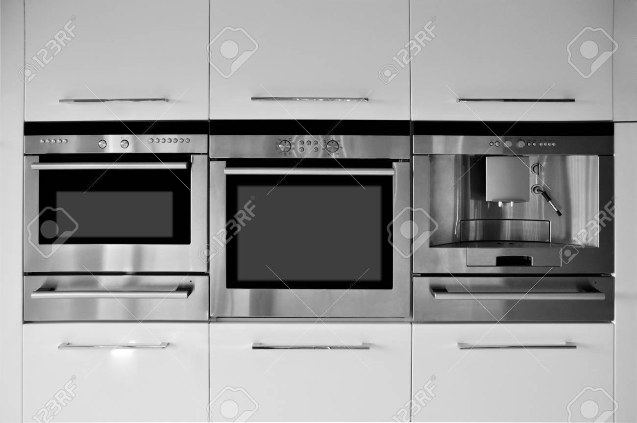 Mobili Da Cucina Moderni E Attrezzature Foto Royalty Free, Immagini ...