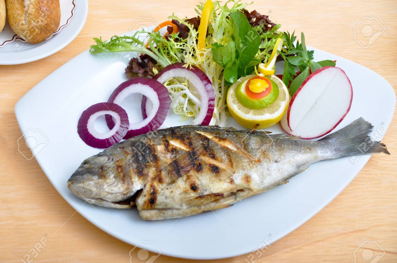 Delicious and a nice grilled fish and salads - 54111008