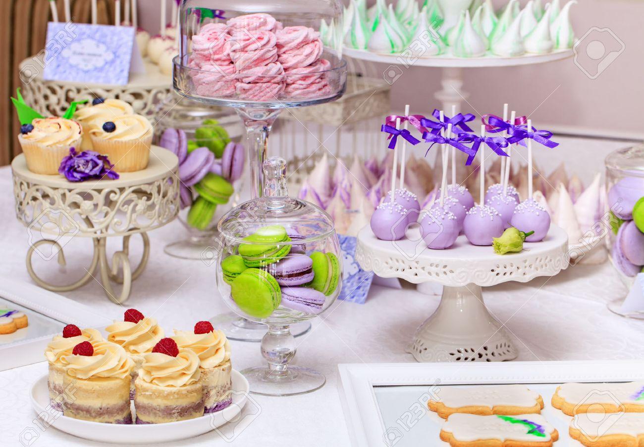 Delicious Sussen Buffet Mit Kleinen Kuchen Kuchen Und Urlaub Buffet