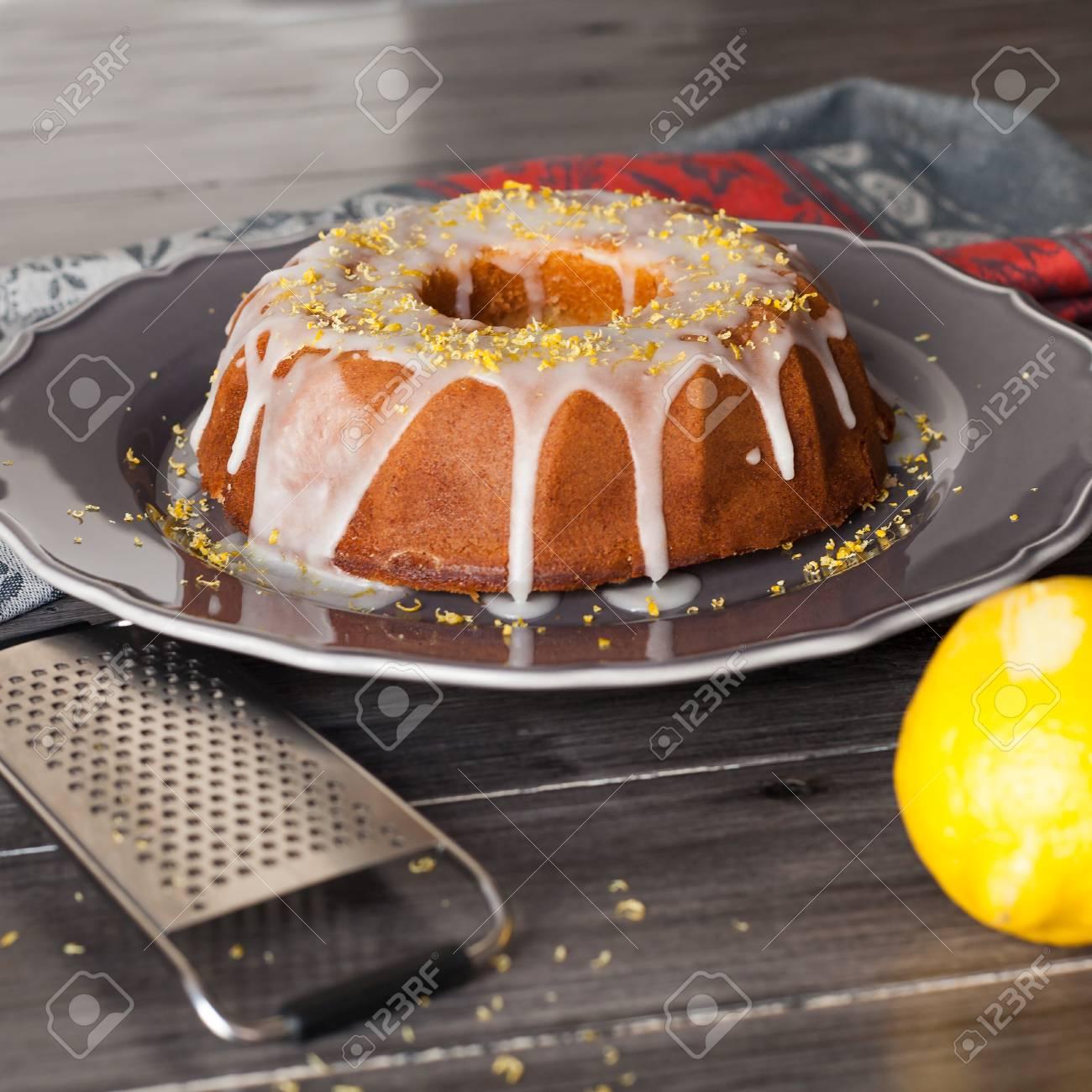 Délicieux Gâteau Au Citron Rustique Frais Recouvert Dun Glaçage