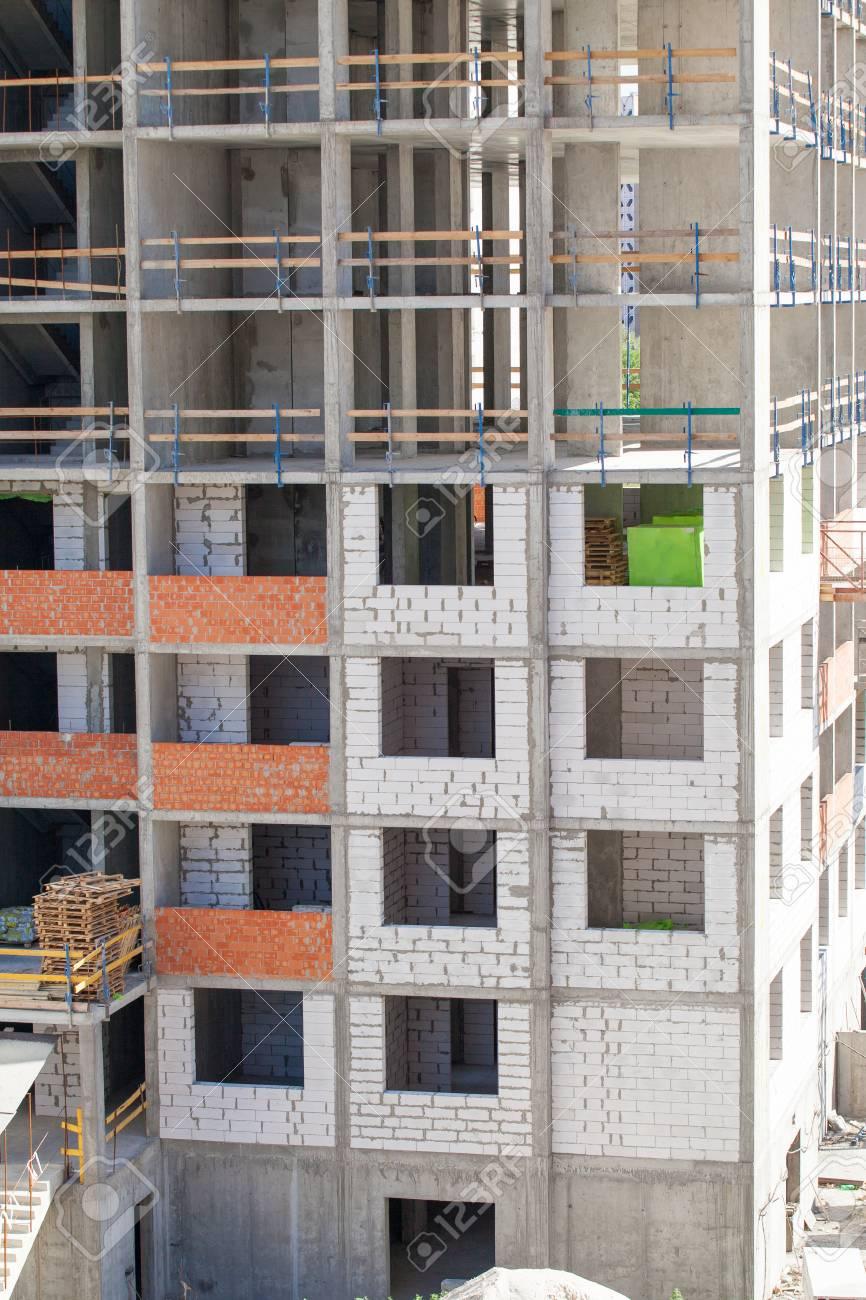 Construcción Del Marco Monolítico Del Edificio. Sólidos Muros De ...