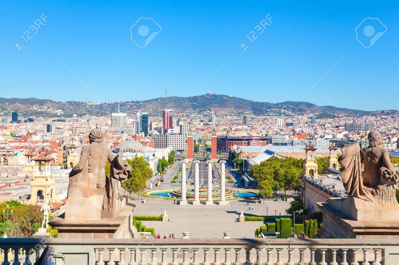 Carte Barcelone Place Despagne.Place D Espagne A Barcelone Avec Deux Tours Venitiennes En Briques