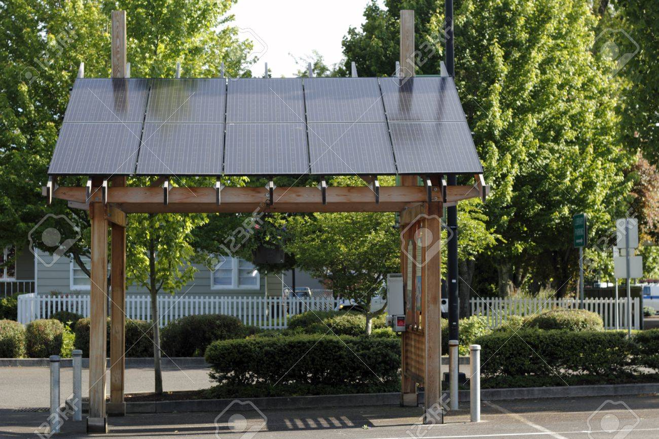 BEAVERTON, OREGON - MAY 25: Solar power station in the parking lot across from the library used to charge three nearby electric vehicle charging stations on May 25, 2012 in Beaverton, Oregon.  Stock Photo - 14681887