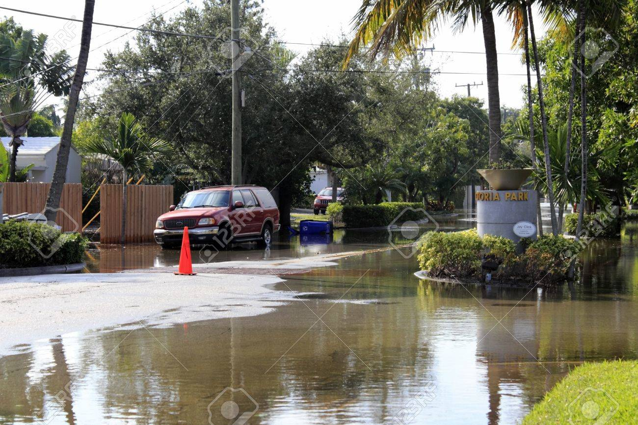 FORT LAUDERDALE, FLORIDA - OCTOBER 28, 2012: Flooded streets in the Victoria Park neighborhood south of Sunrise a few days after Hurricane Sandy passed by in Fort Lauderdale, Florida. Stock Photo - 18614104