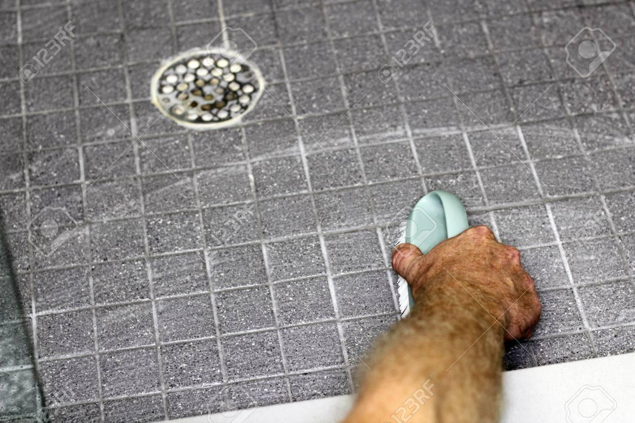Graue Fliesen Dusche Boden Von Einem Erwachsenen Hand Eines Mannes