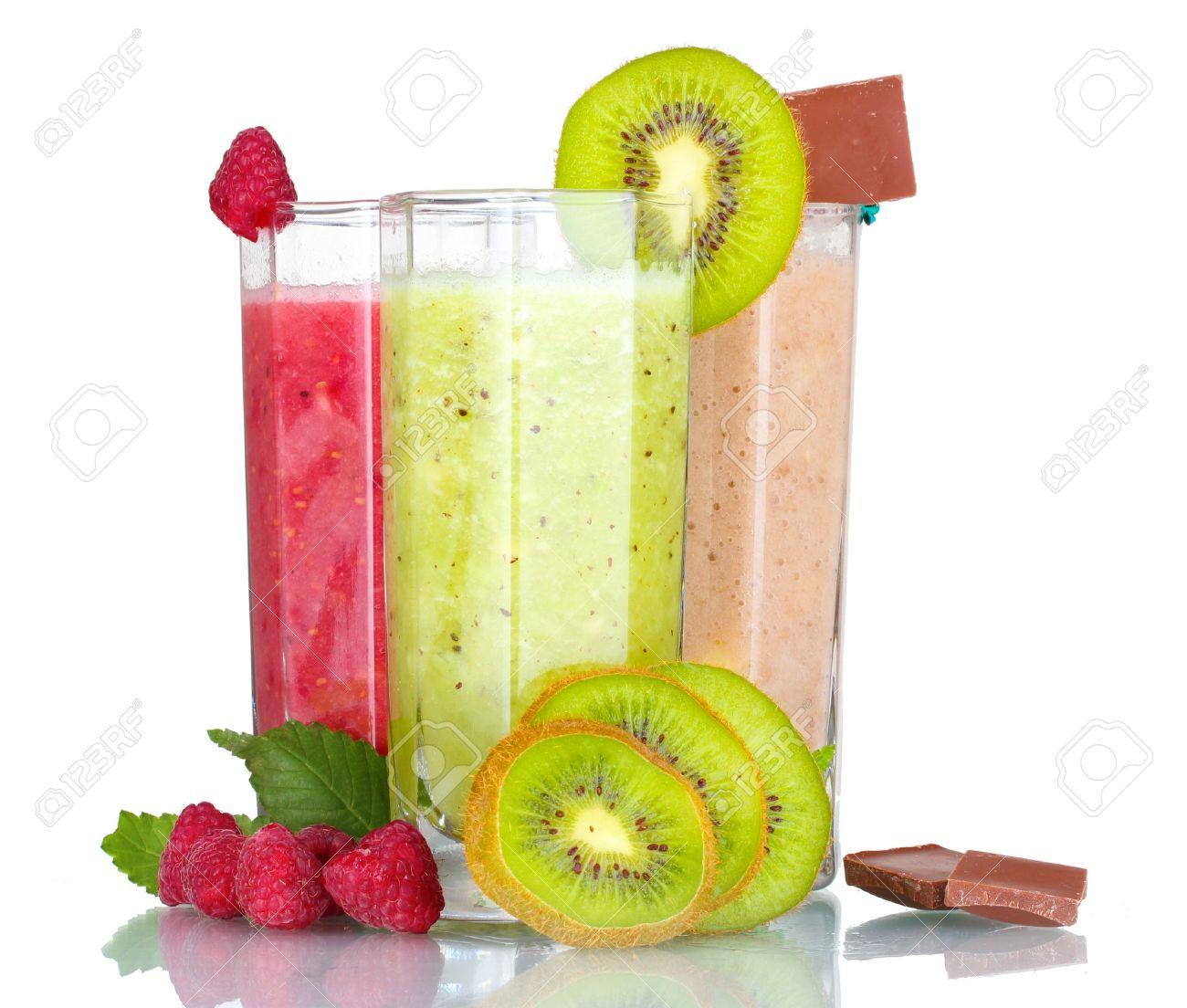 deliciosos batidos de frutas y frutas aisladas en blanco foto de archivo