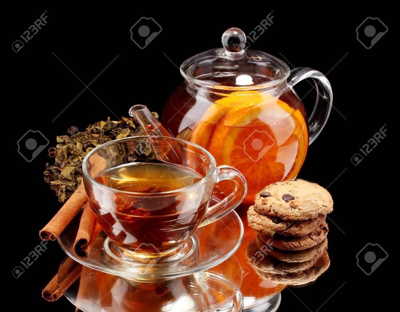 Th I Re En Verre Et Une Tasse De Th Et Des Biscuits De Fruits  # Verres Noirs Et Blanc