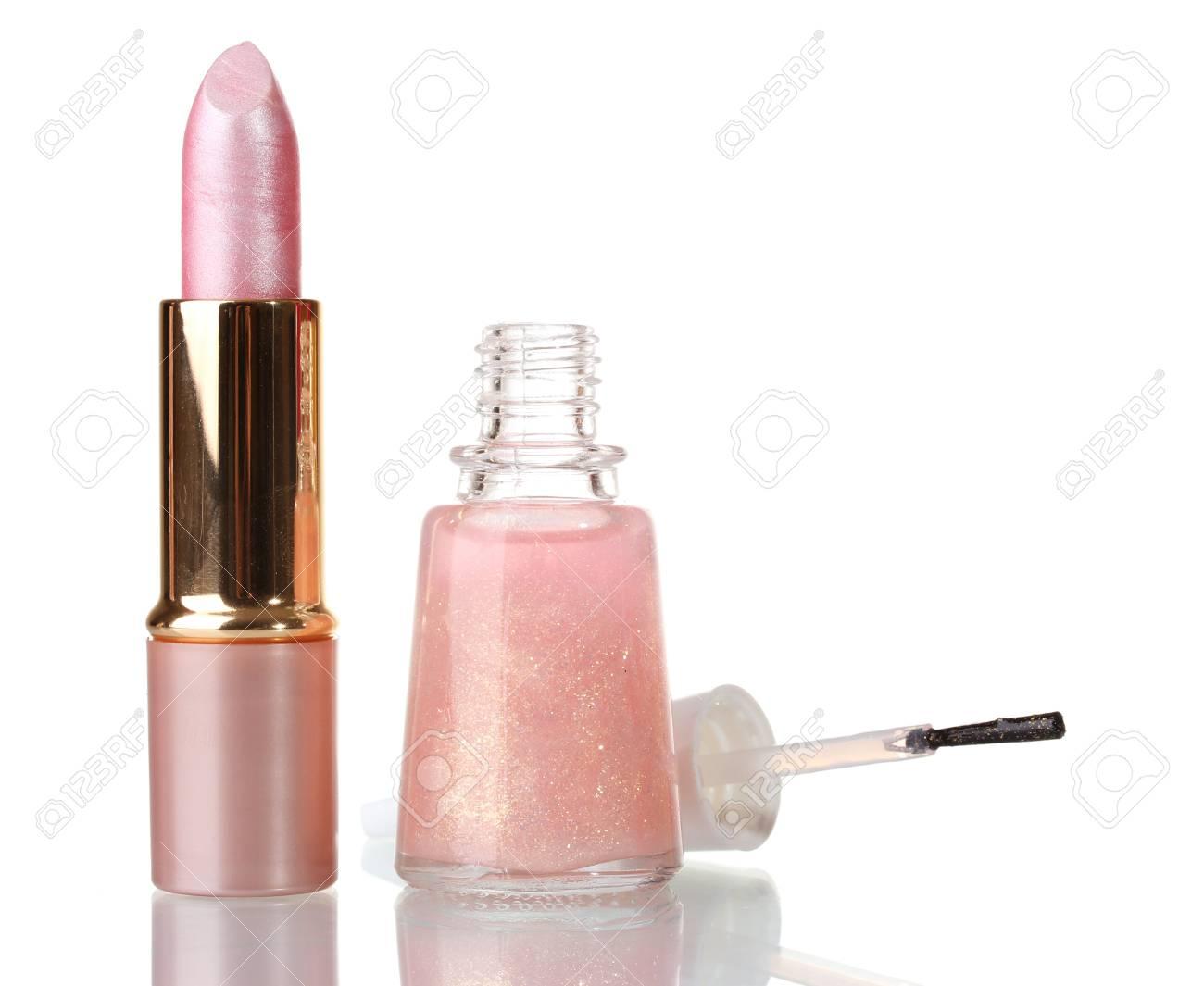 Lápiz De Labios Rosa Y Esmalte De Uñas De Color Beige Con Destellos Aislados En Blanco