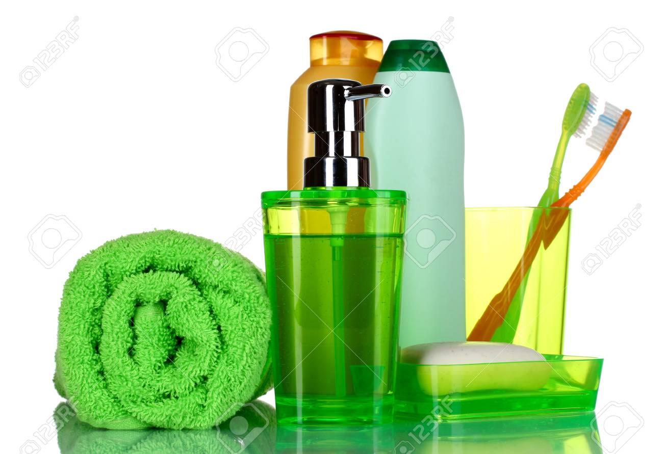 Grun Bad Accessoires Shampoo Und Handtuch Auf Weiss Isoliert