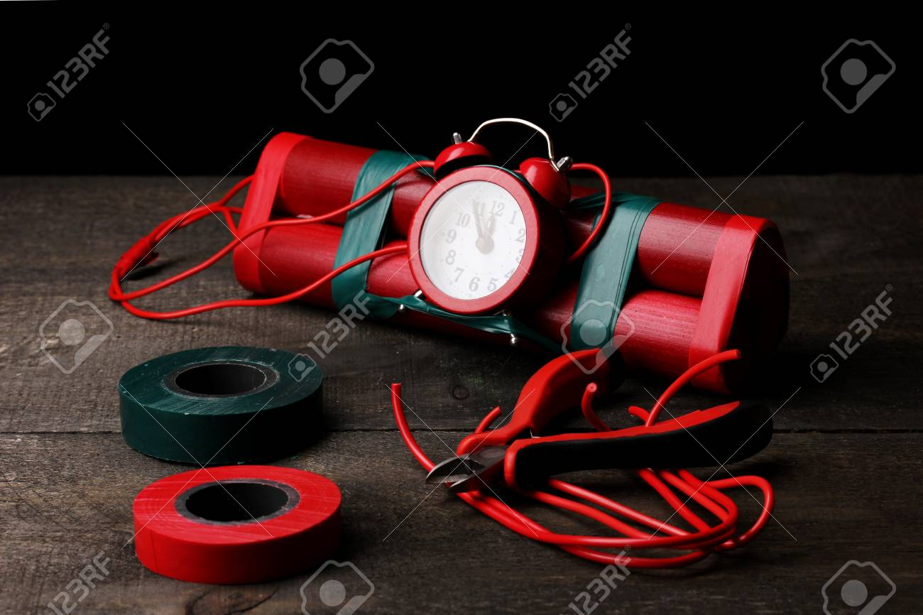Making timebomb on wooden table on black background Stock Photo - 13084322