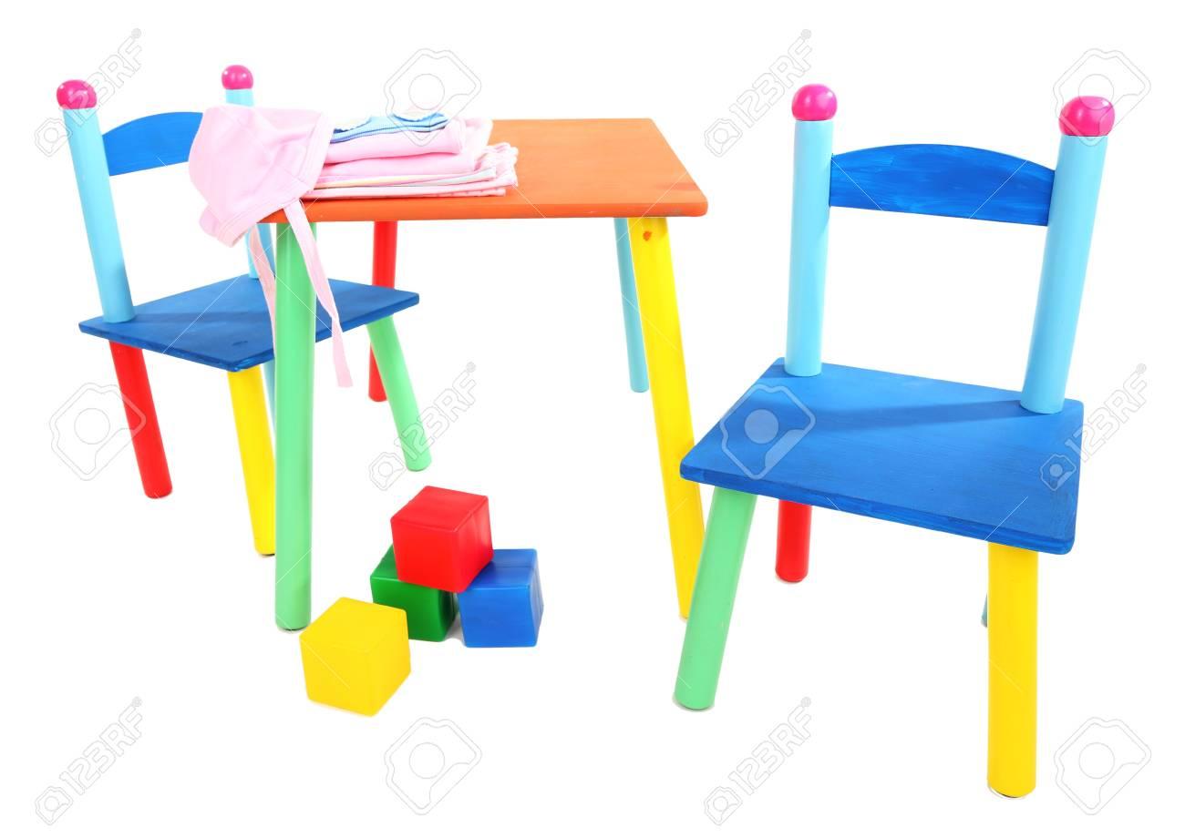Immagini stock piccolo e colorato tavolo e sedie per bambini