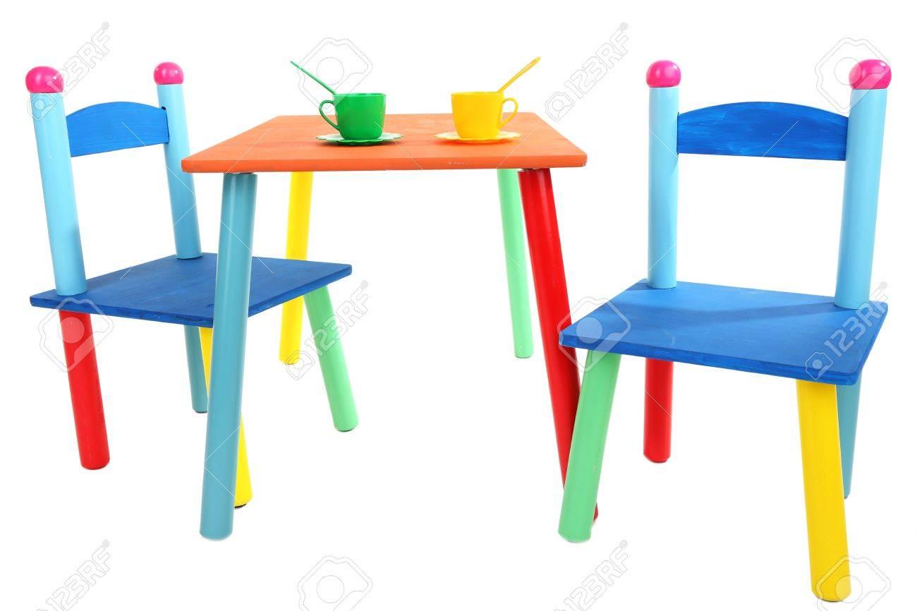 Klein Und Bunt Tisch Und Stühlen Für Kleine Kinder Isoliert Auf Weiß