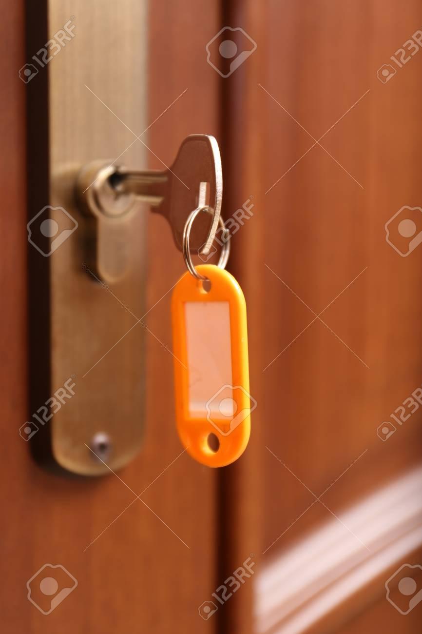 Locking up or unlocking door with key