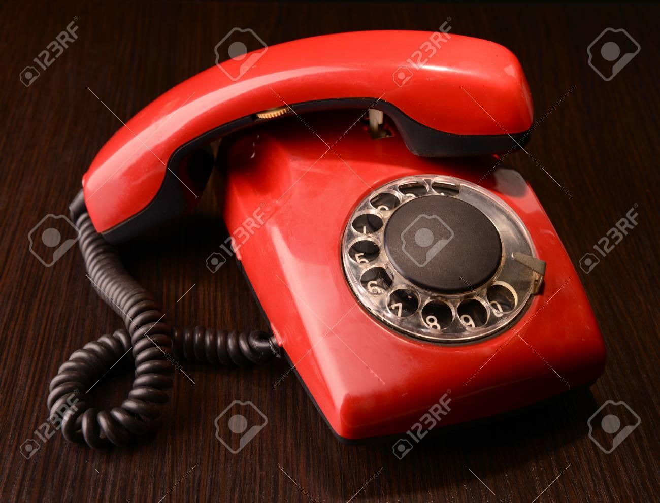 Immagini Stock Red Telefono Retrò Su Sfondo Scuro Image 25383296