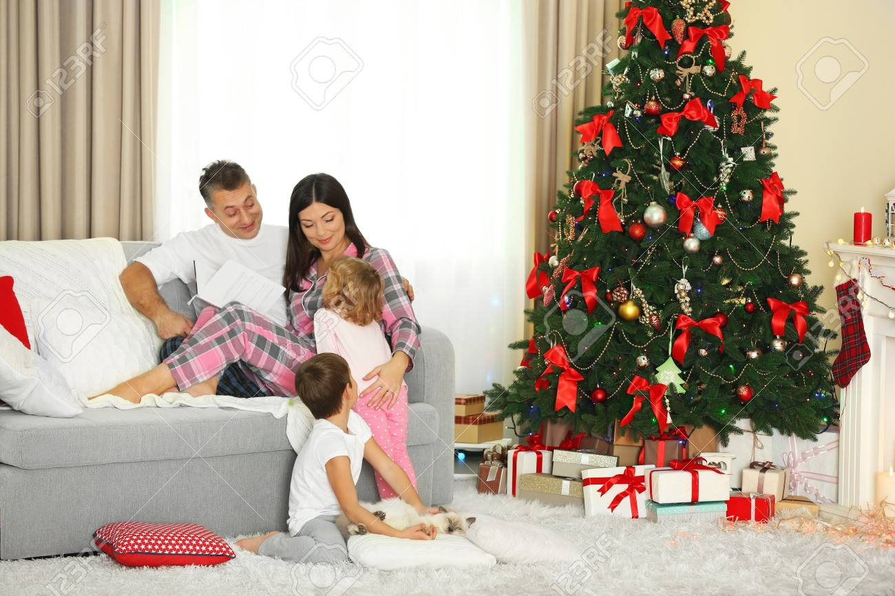 christmas family portrait in home holiday living room at morning rh 123rf com