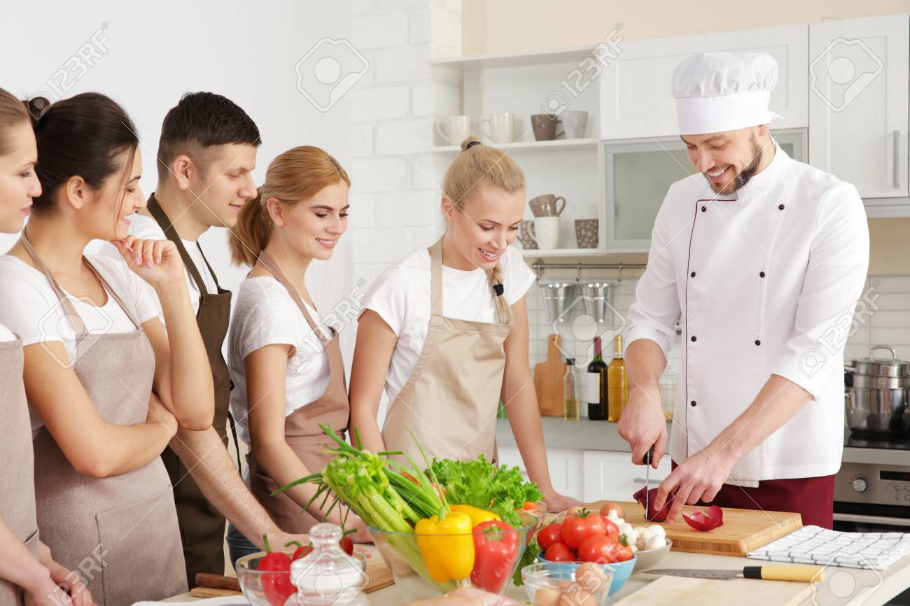 Male chef and group of people at cooking classes - 110185308