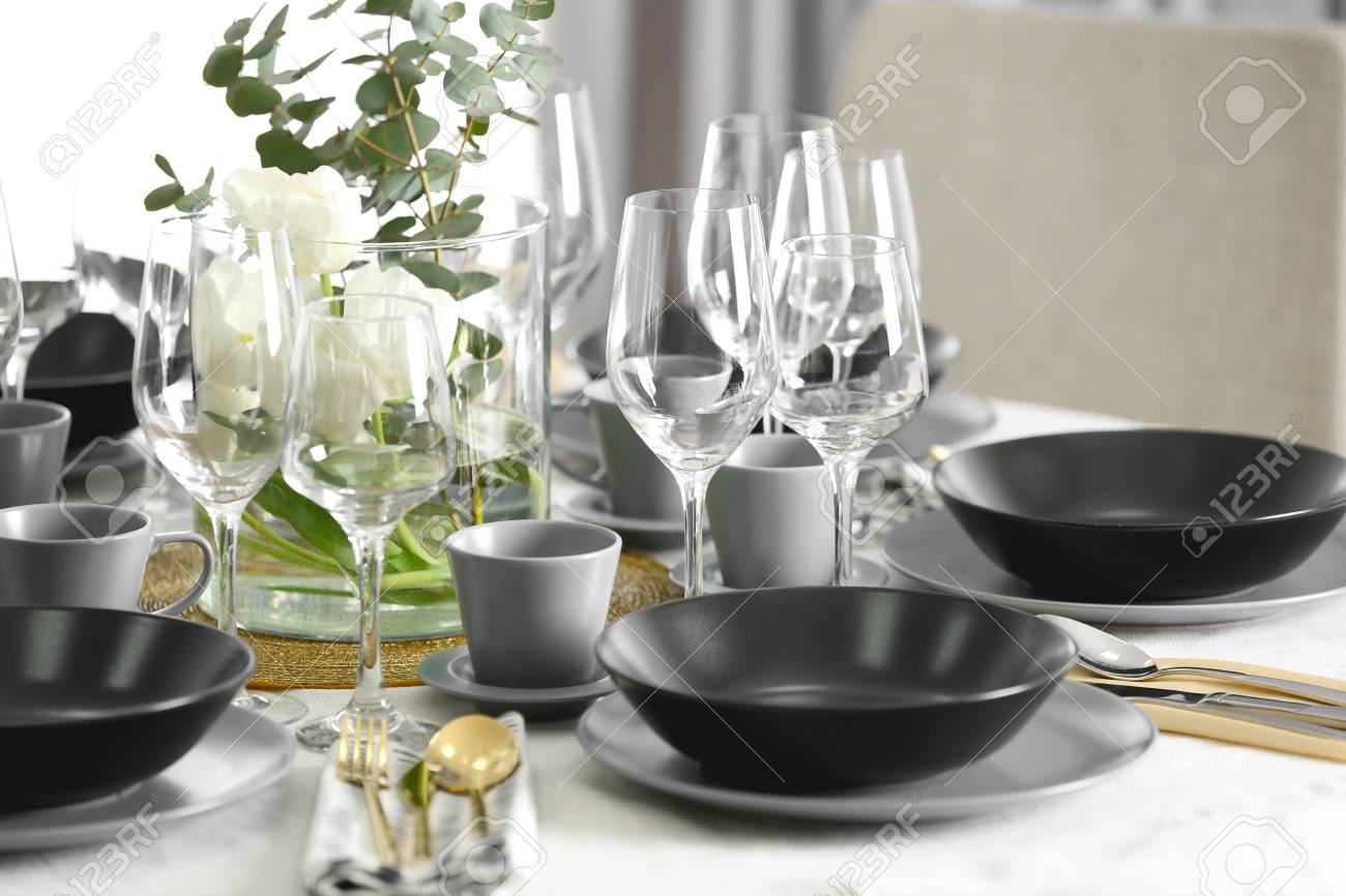 Table setting for dinner in restaurant - 110985009