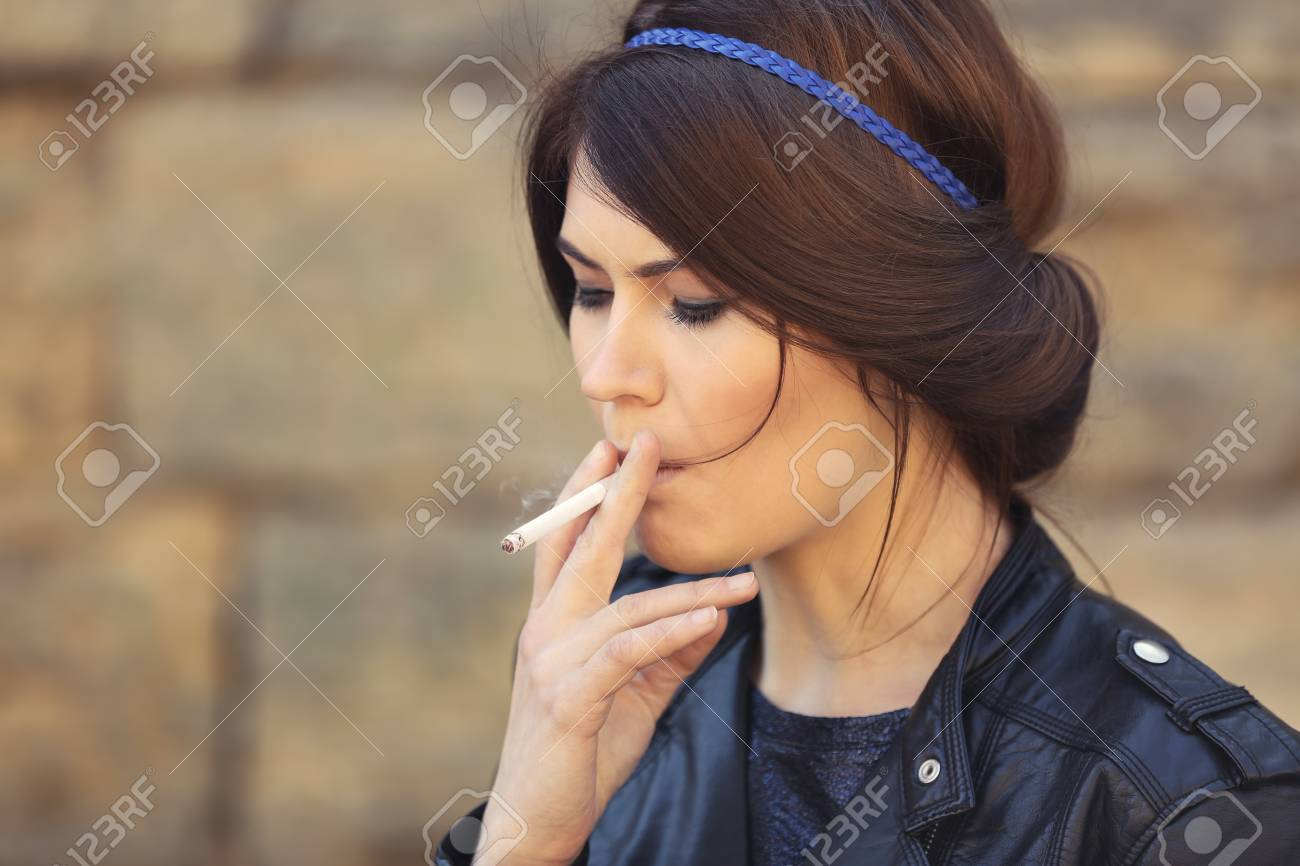 https://previews.123rf.com/images/serezniy/serezniy1810/serezniy181016131/111203385-beautiful-young-woman-smoking-weed-outdoors.jpg