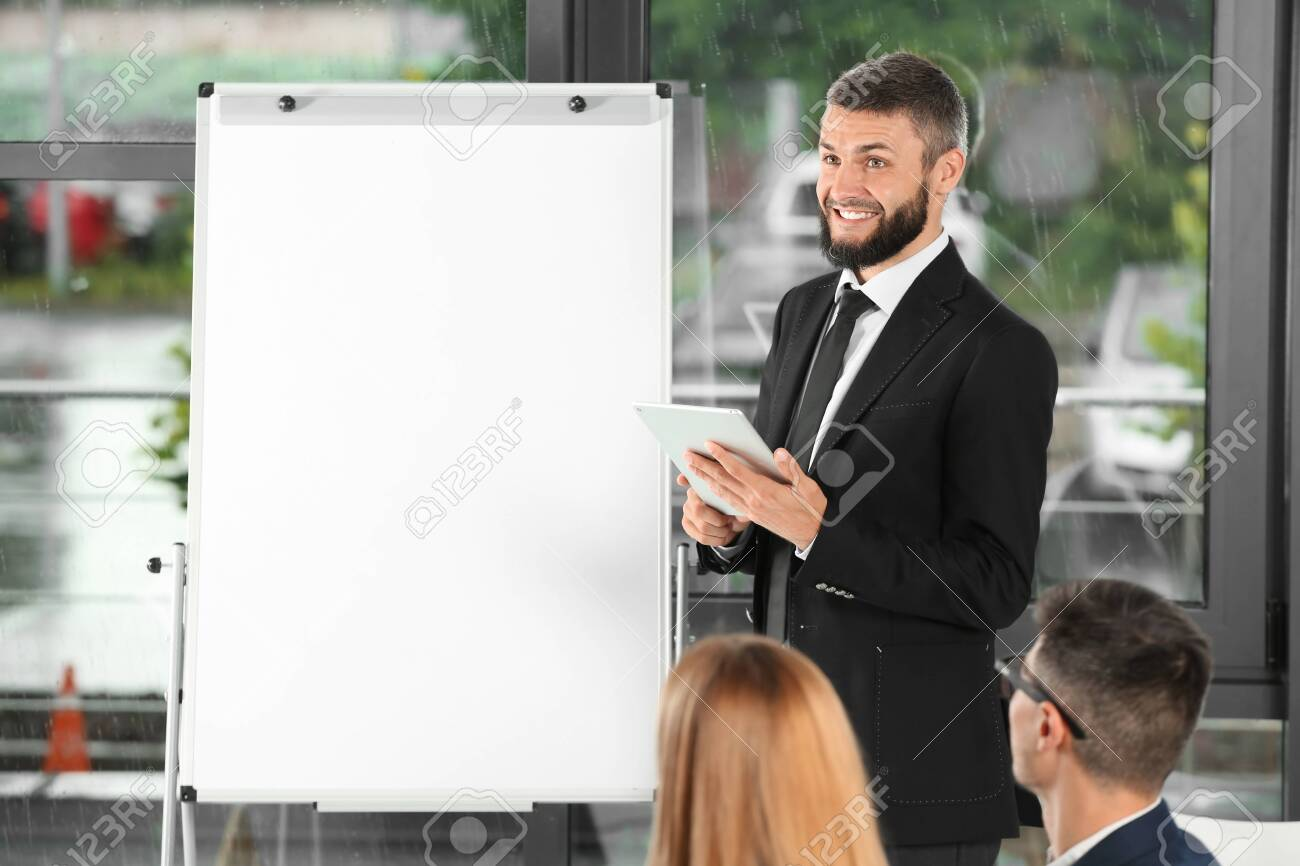 Meeting of business team working in office - 115472142