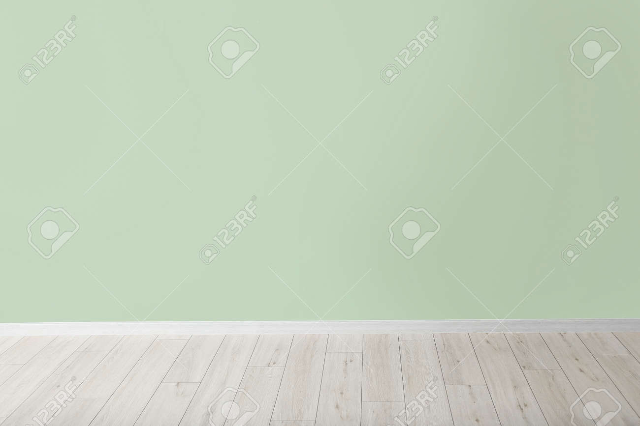 Color wall in empty room - 166442199