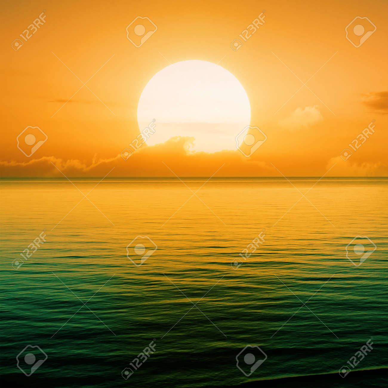 Beautiful sunset above the sea Stock Photo - 9107042
