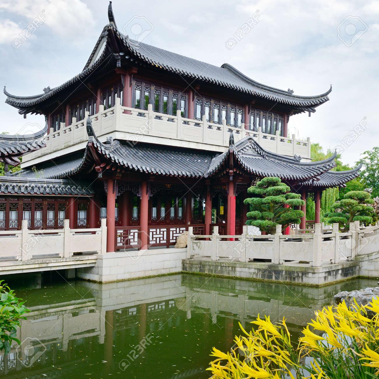 Pagoda on the lake - 20287918