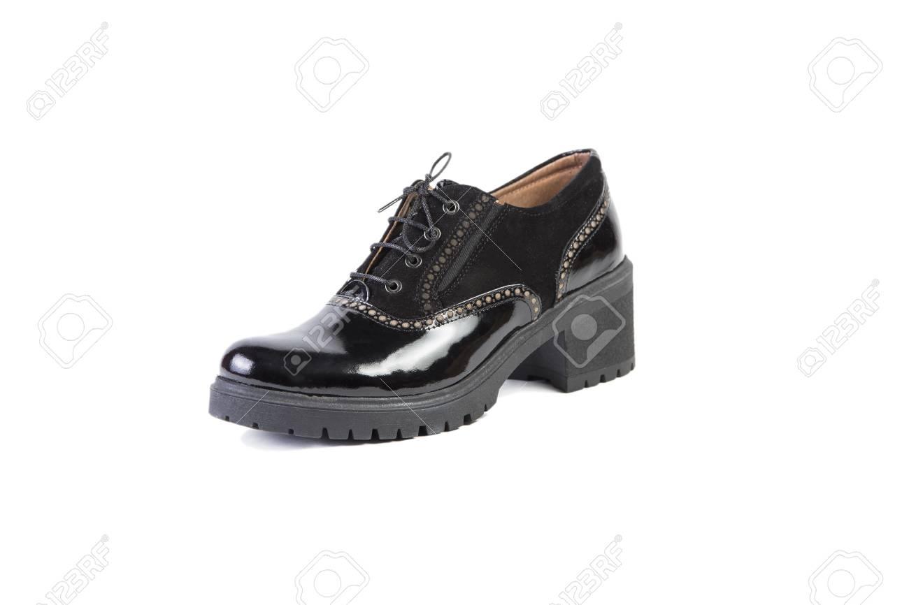 0a4fe8c1c8 Foto de archivo - Zapatos negros sobre fondo blanco