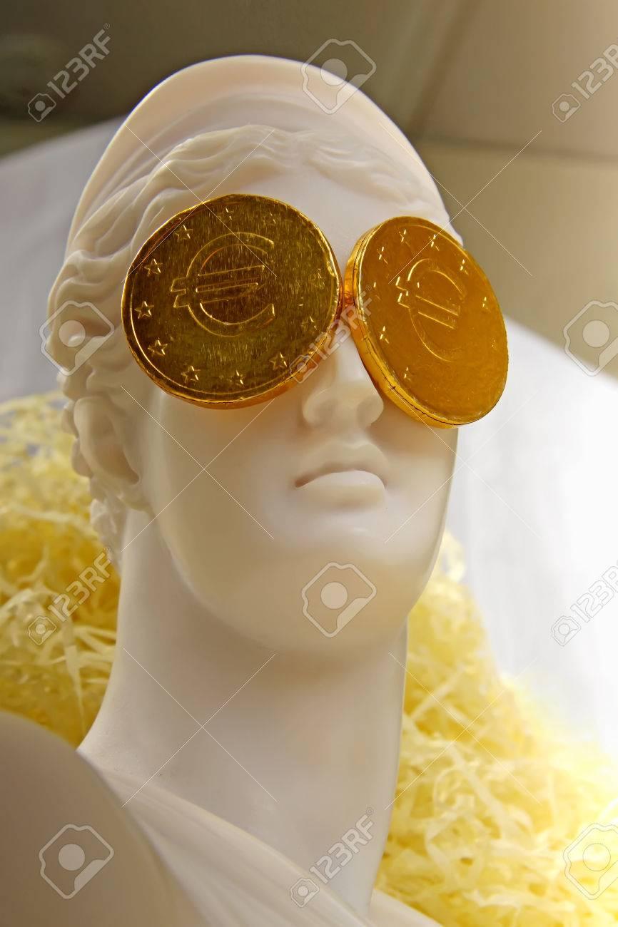 Die Griechische Göttin Aphrodite Mit Euro Münzen Auf Die Augen