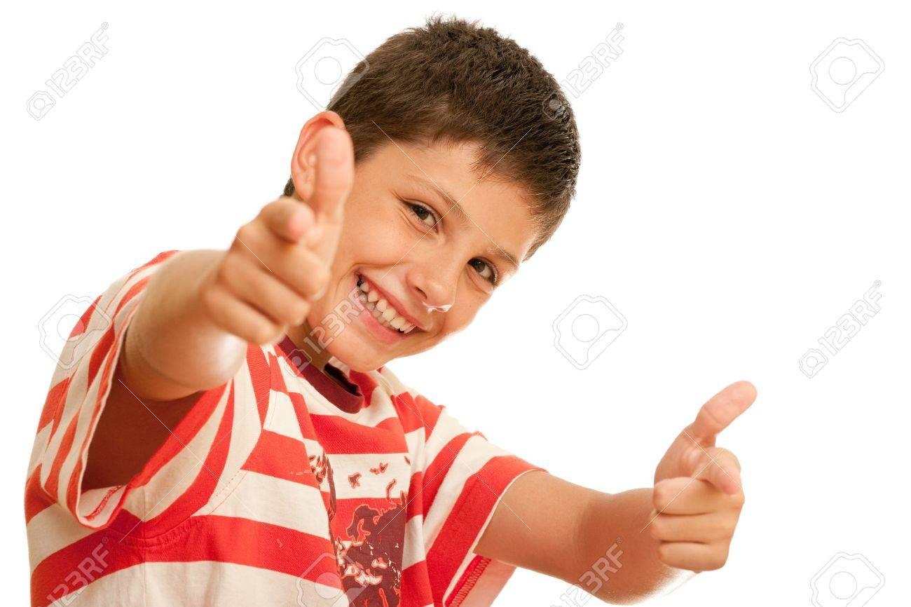Retrato de niño feliz mostrando pulgares arriba gesto — Fotos de ...