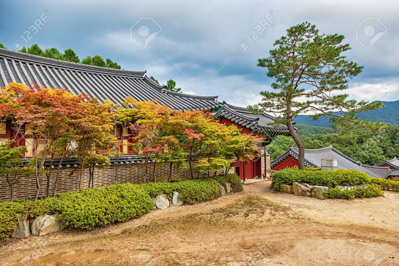 Traditional Korean Architecture Old Building Or Monks Temple In South Korea At Autumn Banque D