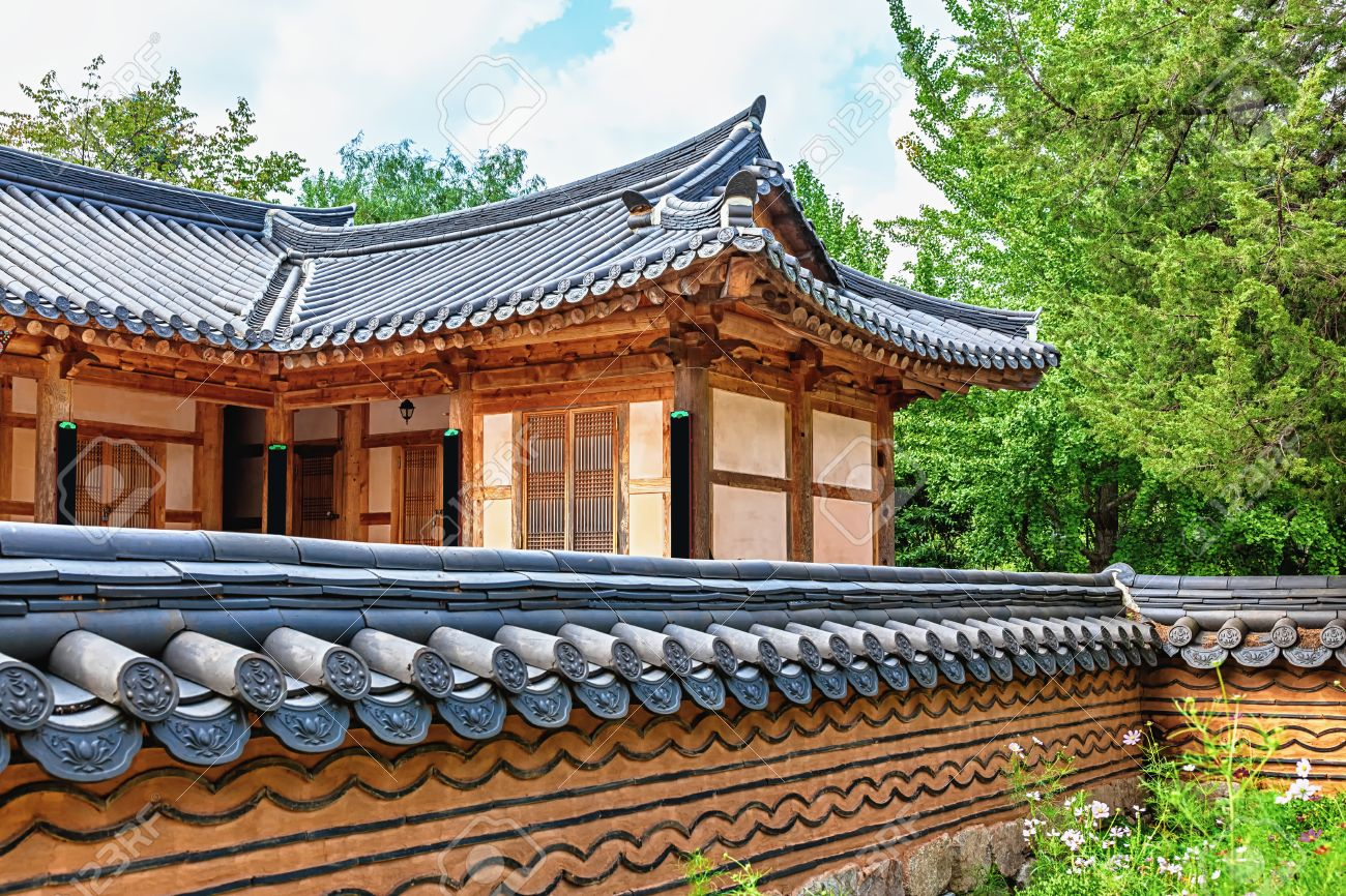 Traditional Korean Architecture Old Building Or House In South Korea Banque Dimages