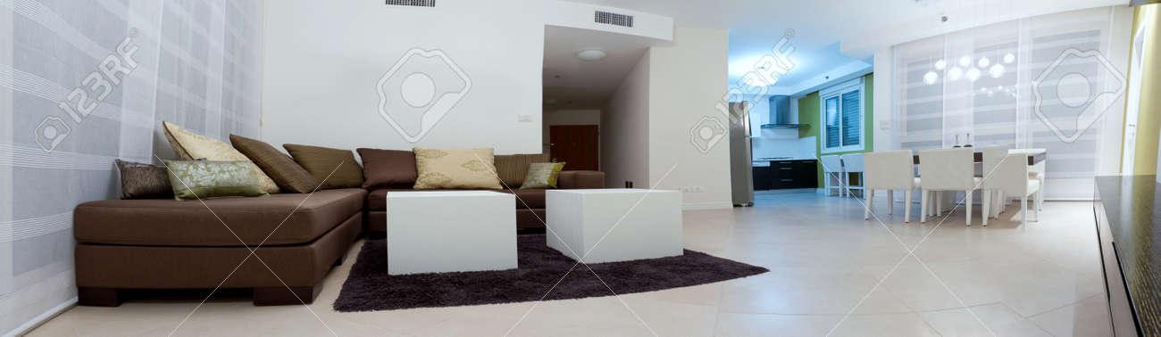Standard Bild   Wohnzimmer Mit Möbeln In Ein Neues Haus.