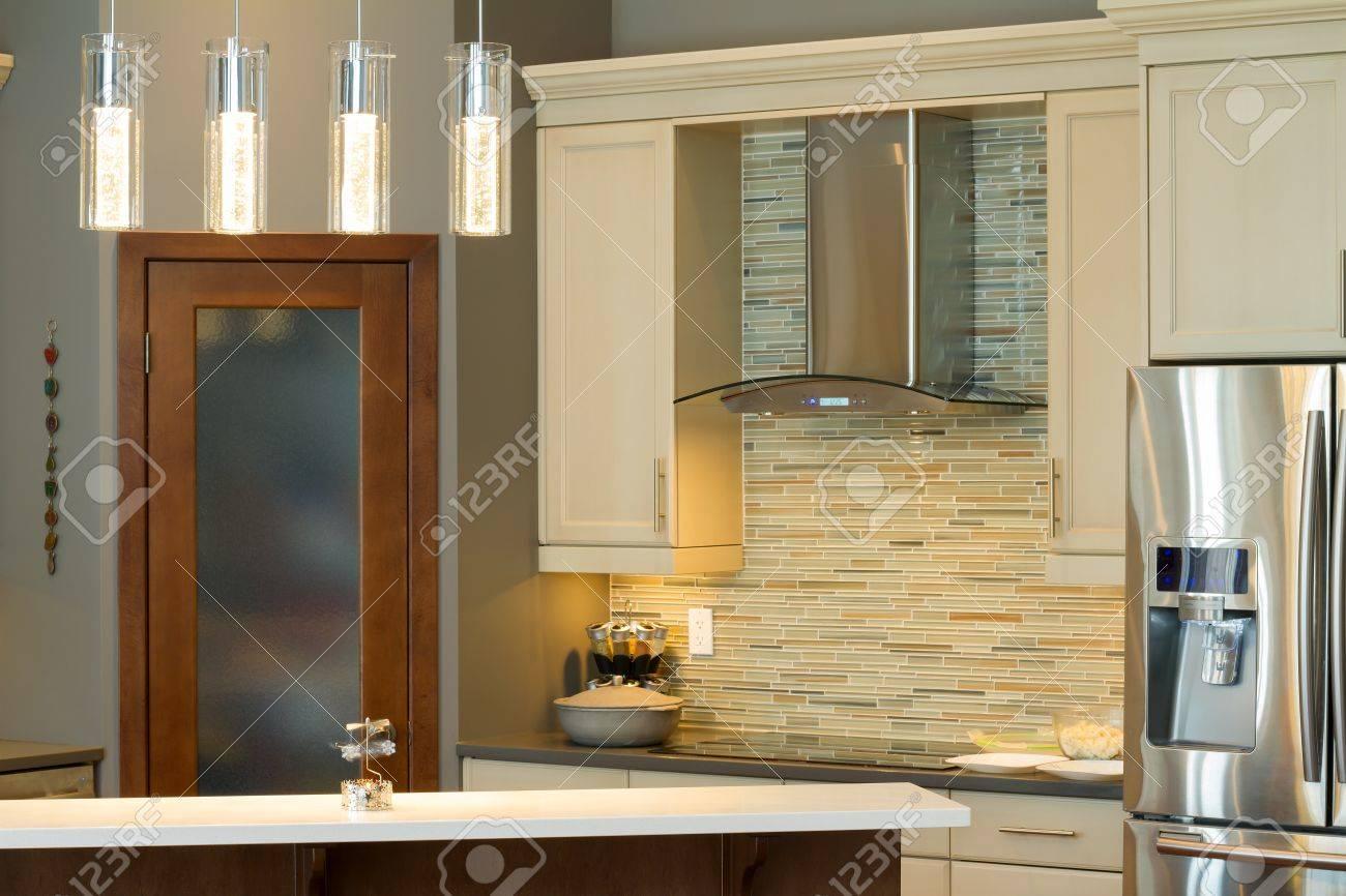 Design moderne Intérieur de cuisine dans une maison neuve