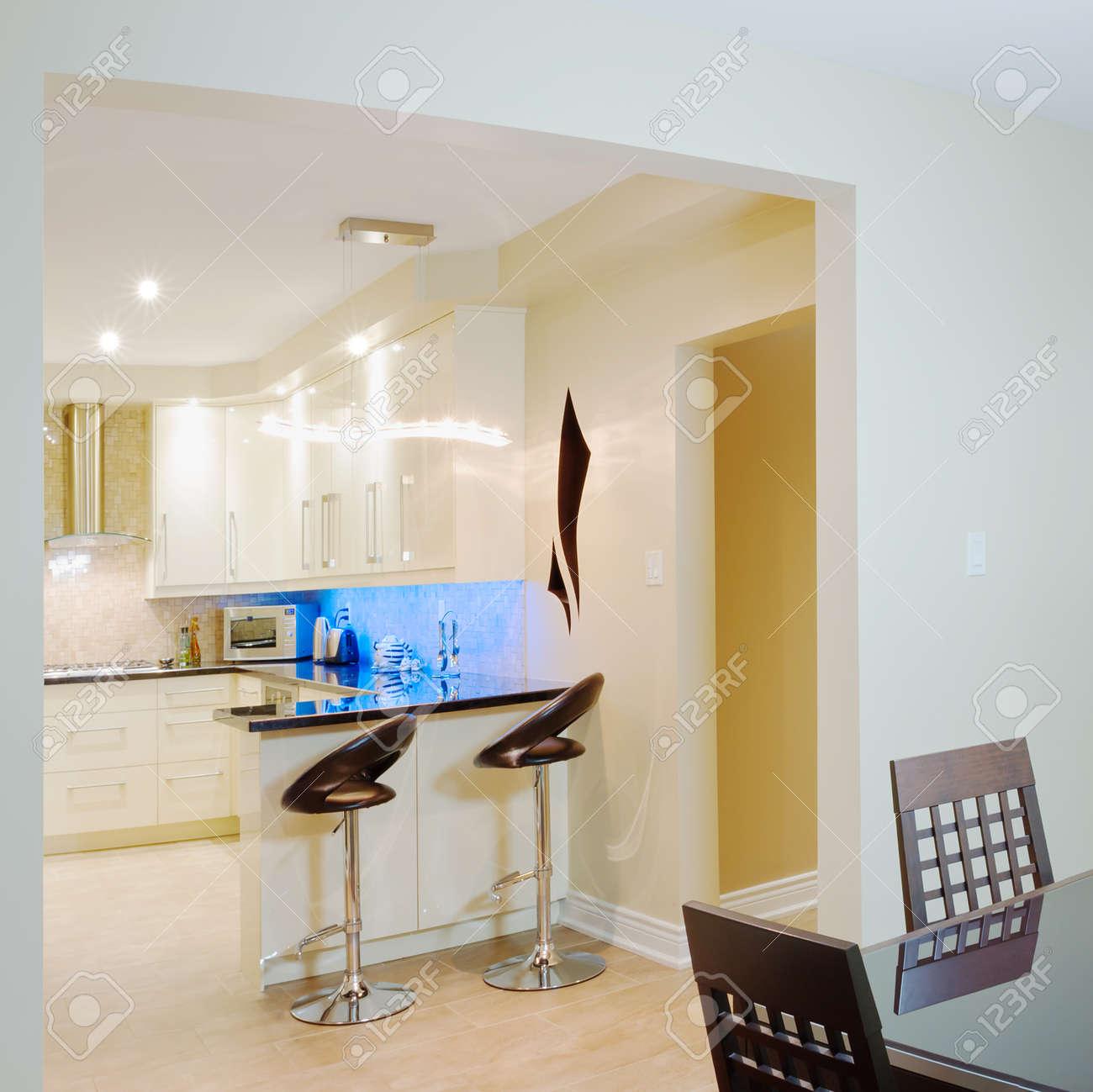 Sala Da Pranzo Design : Sala da pranzo moderna design. Tavolo sala ...