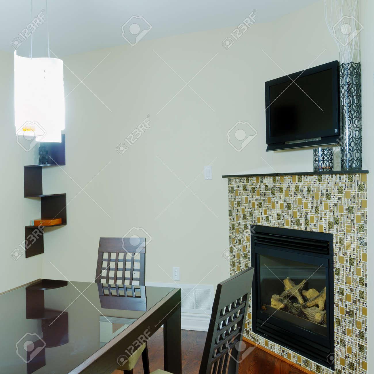 Cocina Y Comedor Con Chimenea De Diseño De Interiores Fotos ...