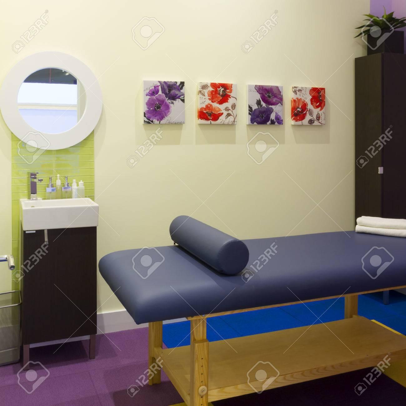 Int Rieur De La Salle De Massage Dans Un Centre De Clinique Banque D