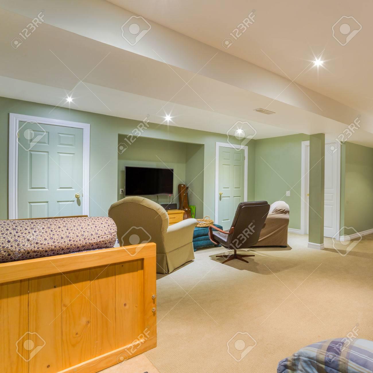 Le design intérieur du sous-sol dans une maison neuve