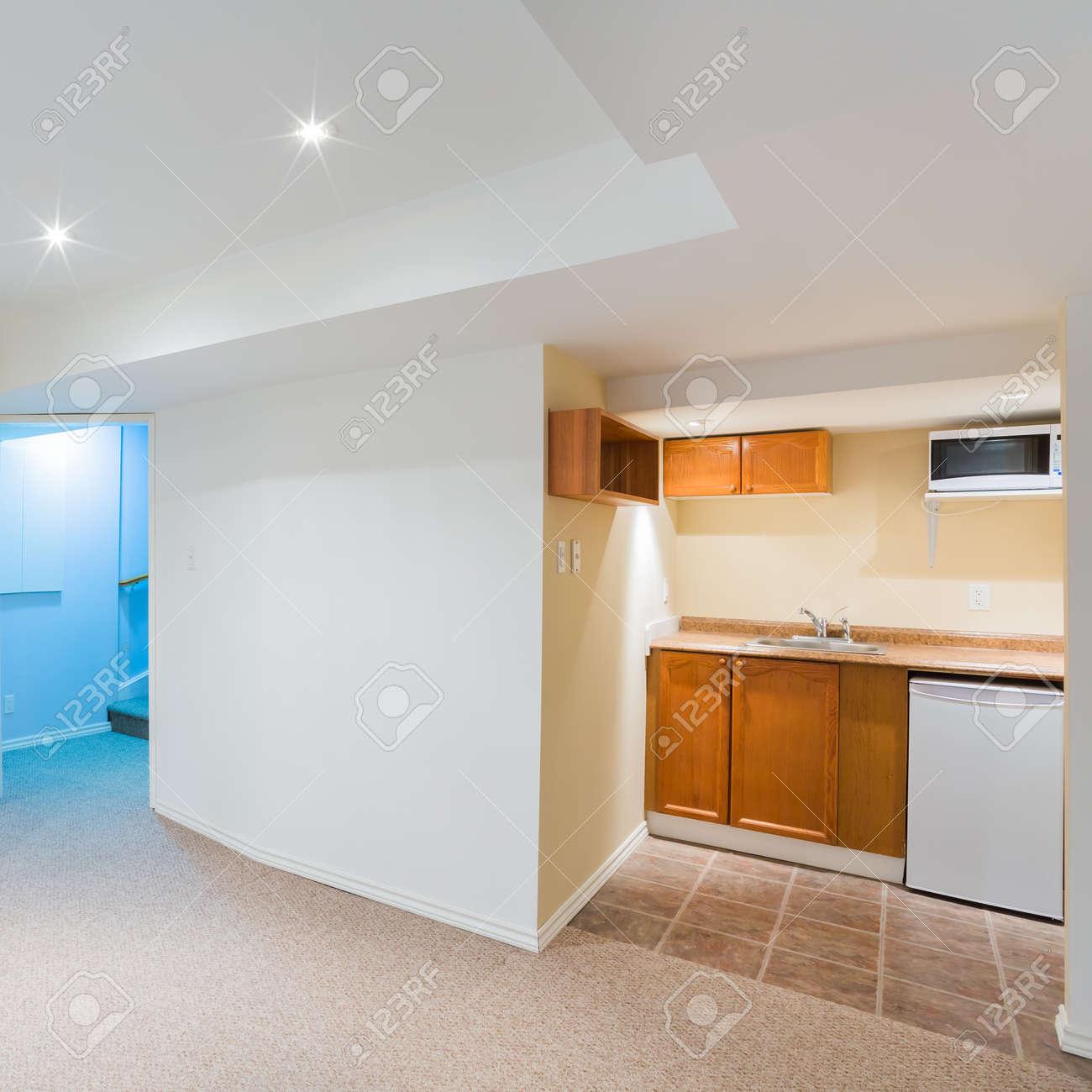 Keller Leer Wohnzimmer Mit Küche-Design Lizenzfreie Fotos, Bilder ...