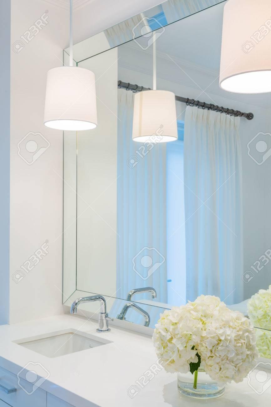 Aménagement Intérieur Salle Bain aménagement intérieur d'une salle de bains de luxe et décoration florale