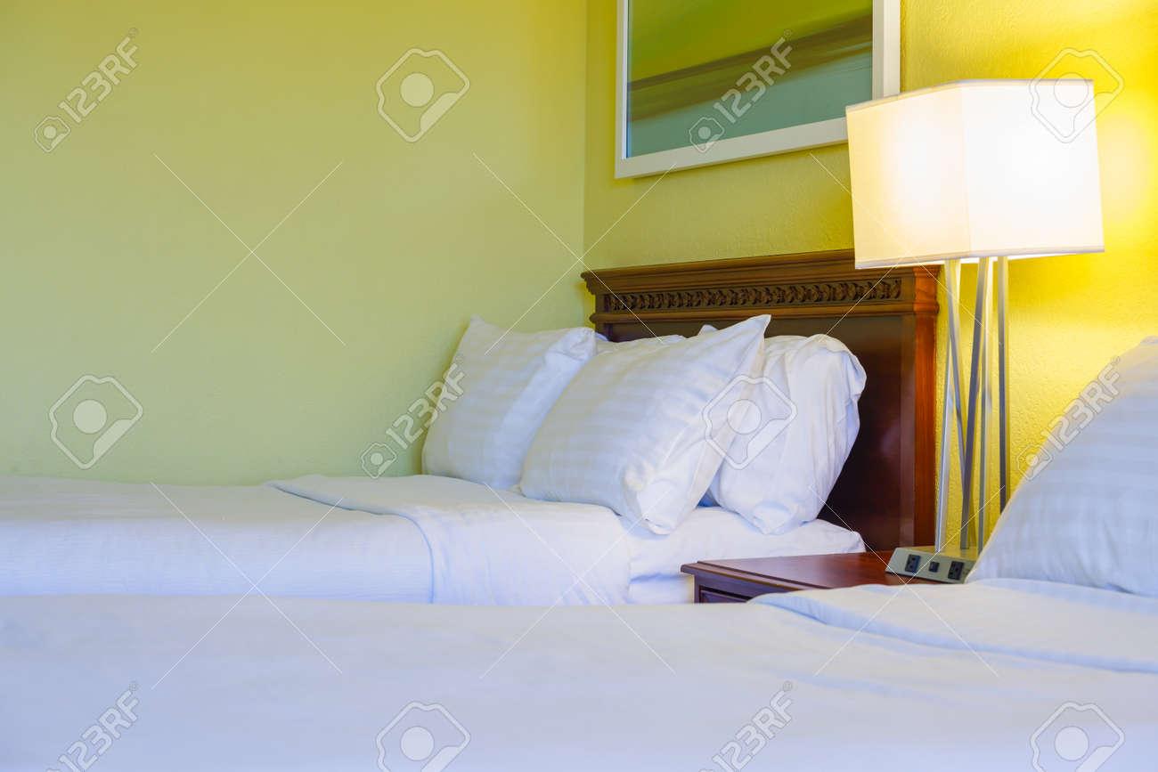 Camera Da Letto Design Moderno Con Arredi In Hotel Foto Royalty Free ...